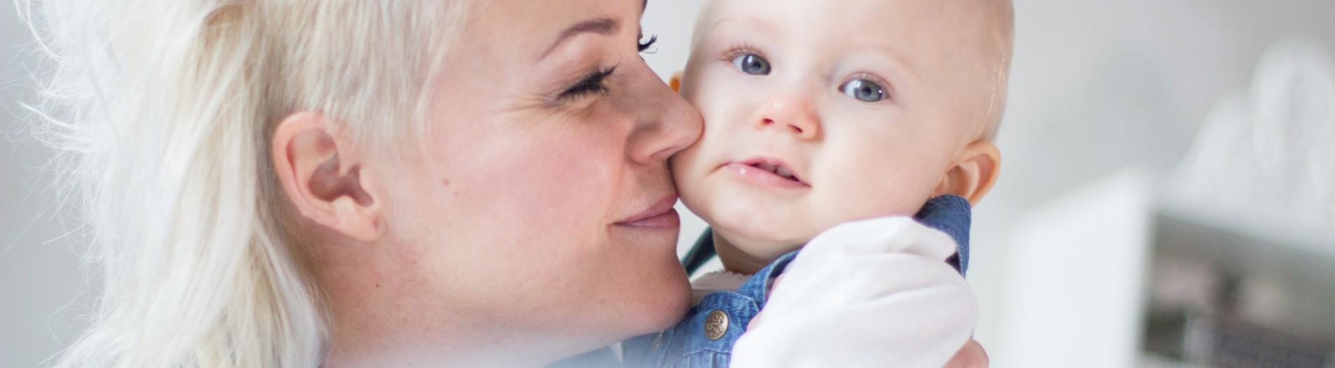 Åsa & Liv 9 mån - familjefotografering