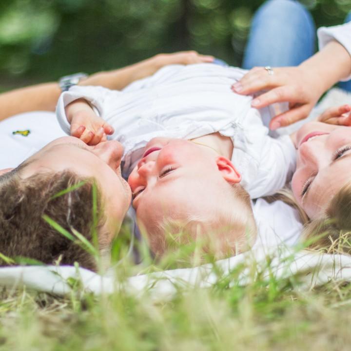 Alva med familj - familjefotografering