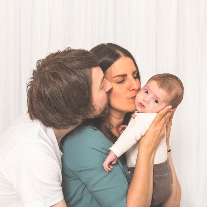 Ava med familj - barnfotografering